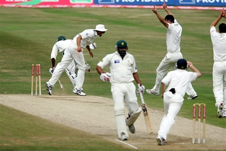 England players celebrate as Mohammad Sami is run out