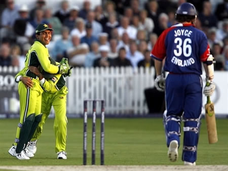 Kamran Akmal celebrates as Joyce walk back to the pavilion