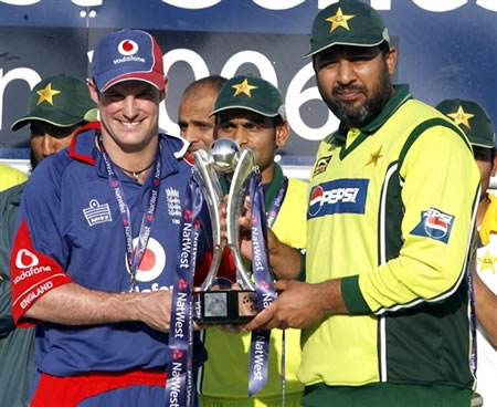 Inzamam & Strauss are sharing the Natwest trophy
