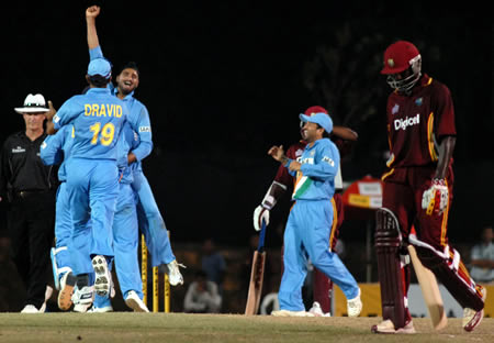 Harbhajan congratulated by Dravid after taking a wicket