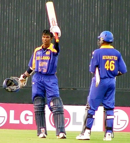 Tharanga celebrates his century
