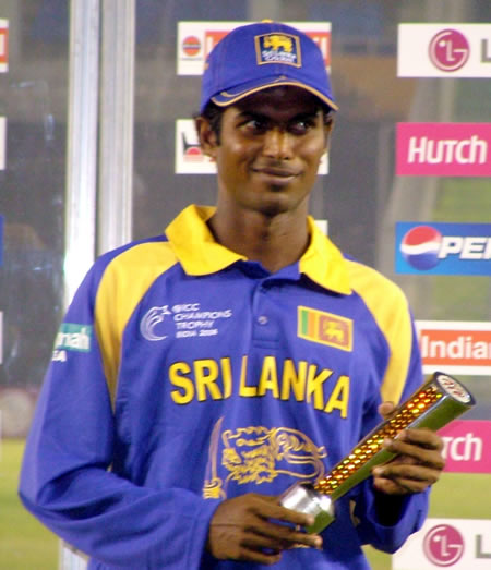 Tharanga holds the 'Man of the Match' trophy