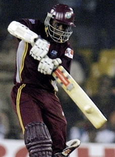 Chanderpaul hits a boundary