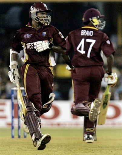 Chanderpaul & Bravo running between the wickets