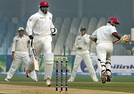 Gayle & Sarwan running between the wickets