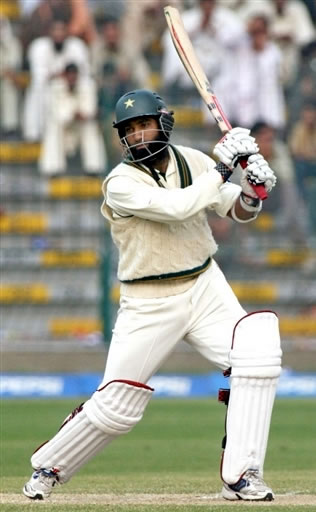 Mohammad Yousuf hits a boundary