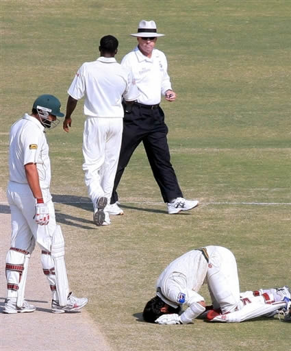 Mohammad Yousuf does Sajda in front of God after getting his 21st Test century.