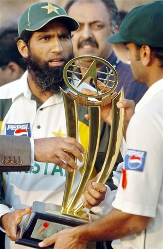 Mohammad Yousuf holds the winners trophy