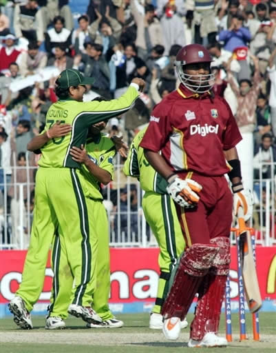 Pakistan players celebrate the wicket of Samuels