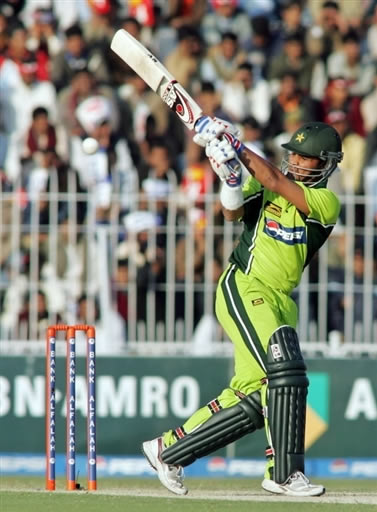 Imran Farhat plays a pull shot