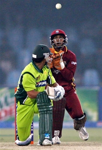 Ramdin is taking the catch of Kamran Akmal