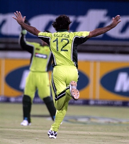 Abdul Razzaq celebrates the wicket of Kallis