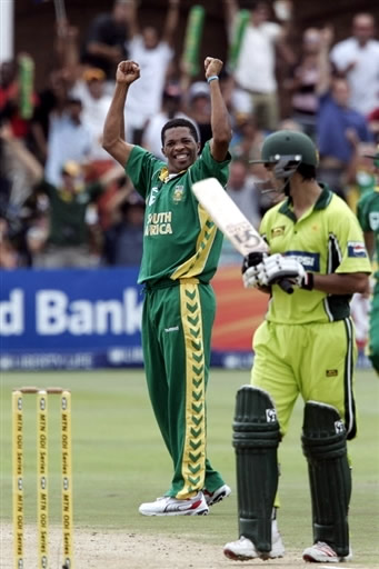 Ntini celebrates the wicket of Imran Nazir