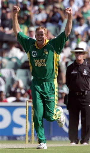 Shaun Pollock celebrates the wicket of Inzamam