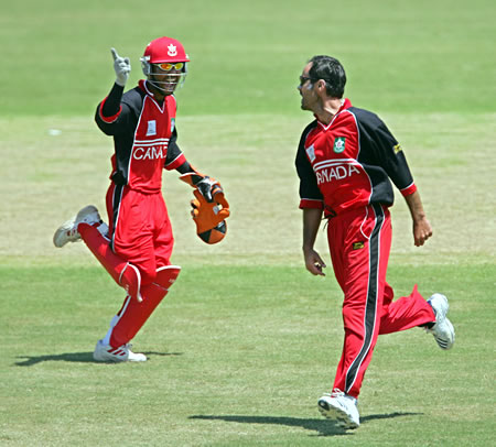 Ashish Bagai and John Davison celebrate the wicket of Afridi