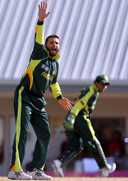 Shahid Afridi appeals for lbw