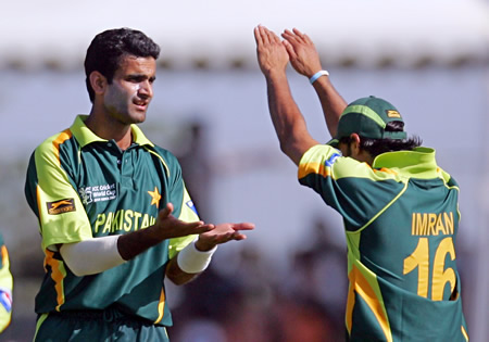 Iftikhar Anjum and Imran Nazir celebrate the wicket of Billcliff