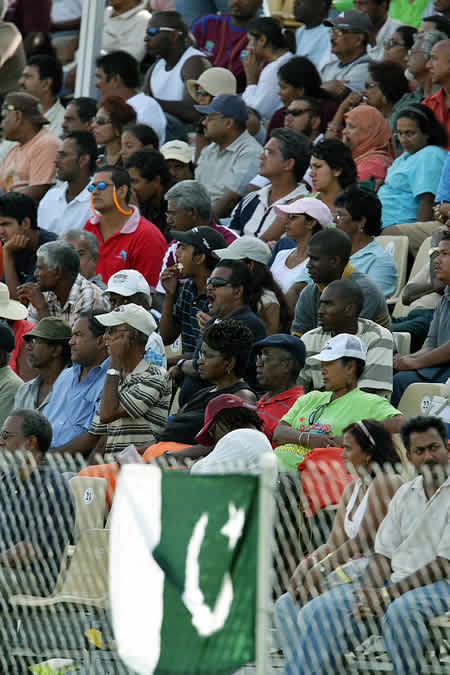 Pakistan fans support Pakistan team