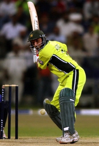 Shahid Afridi eyes a ball to play for six runs