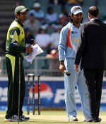 Mahendra Singh Dhoni & Shoaib Malik are ready to leave the ground after the toss