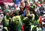 Pakistan team celebrate the wicket of Robin Uthappa