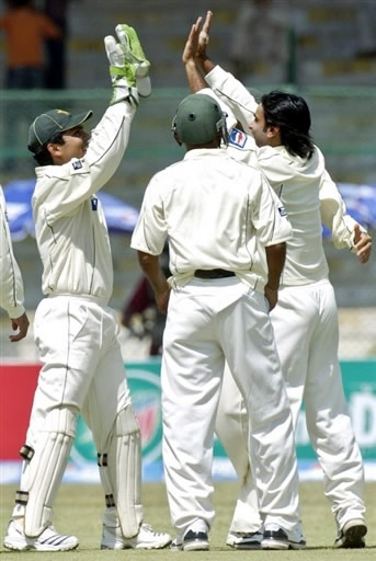 Mohammad Hafeez & Kamran Akmal celebrate the wicket of Graeme Smith
