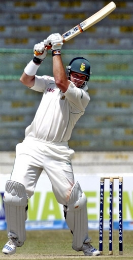 Graeme Smith plays a off drive