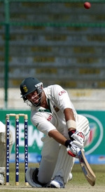Jacques Kallis plays a sweep shot