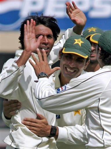 Mohammad Asif celebrates the wicket of Hashim Amla