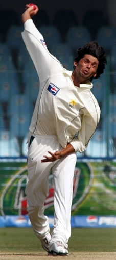 Mohammad Asif about to deliver a ball