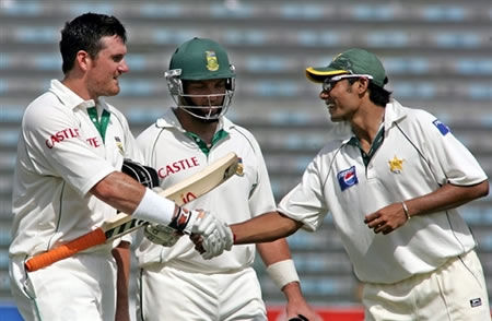 Danish Kaneria congratulates to Smith