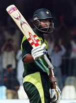 Mohammad Yousuf celebrate his fifty