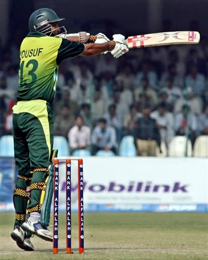 Mohammad Yousuf plays a cut shot