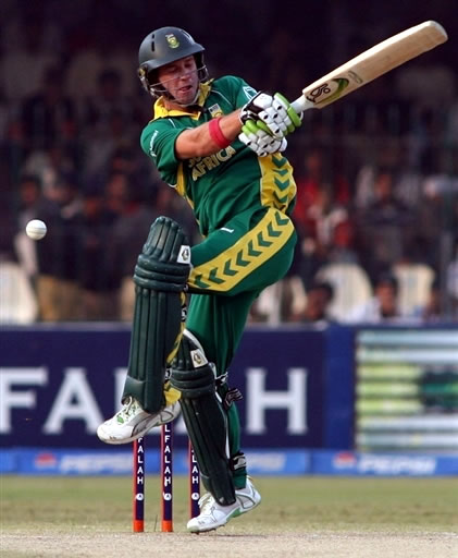 AB de Villiers plays a pull shot
