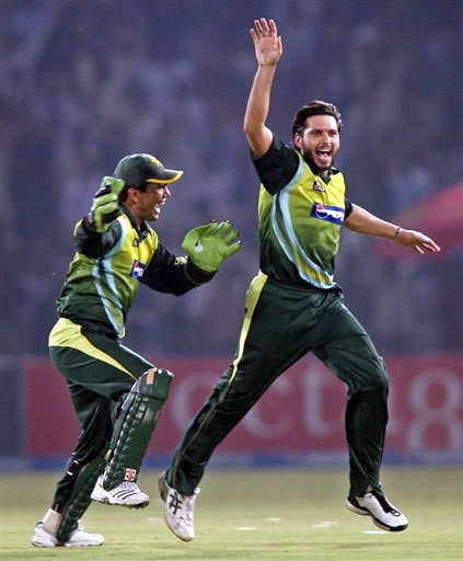 Shahid Afridi celebrates the wicket of Boucher