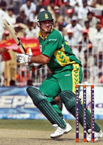 Graeme Smith plays a cut shot