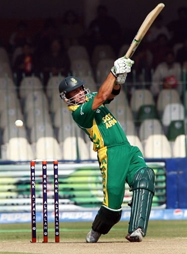 Herschelle Gibbs plays a shot