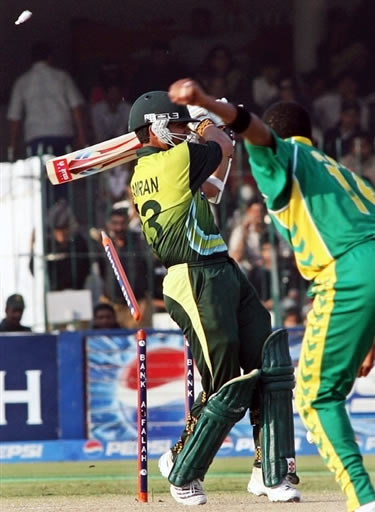 Kamran is bowled by Ntini