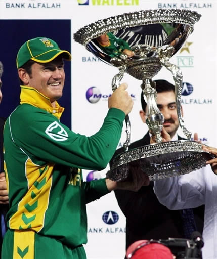 Graeme Smith holds the winning trophy of the ODI series