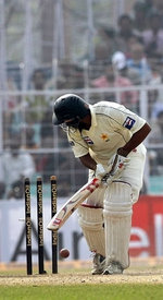 Mohammad Yousuf is bowled by Harbhajan Singh
