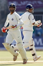 Dravid and Ganguly running between the wicket