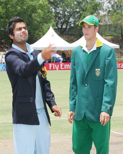 V Kohli tosses the coin as his South African counterpart WD Parnell