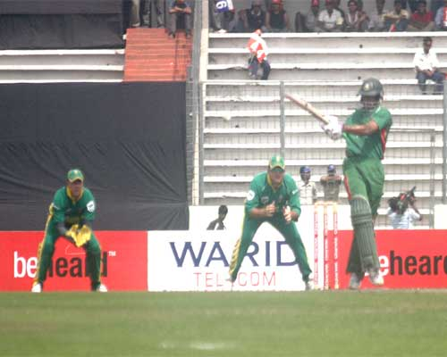 Shakib Al Hasan in action against South Africa in second ODI at SBNS