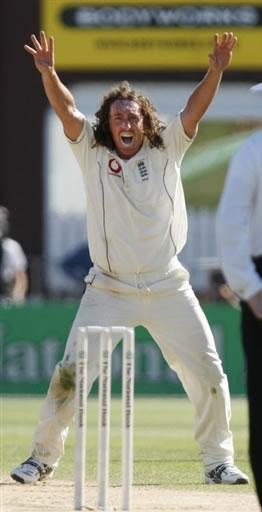 Ryan Sidebottom helps England to level the series