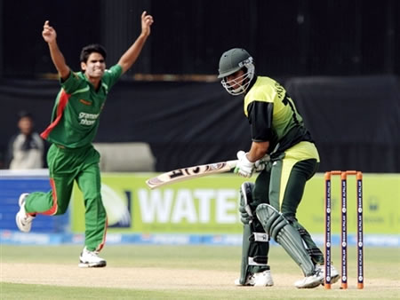 Farhad Reza celebrates the wicket of Nasir Jamshed