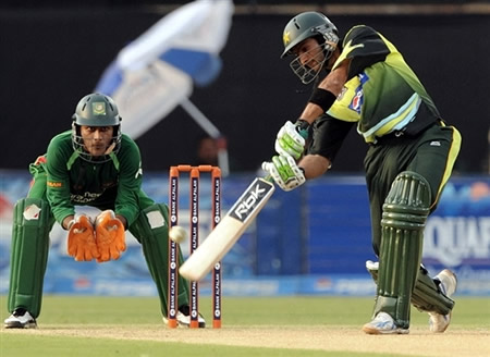 Shoaib Malik plays a shot
