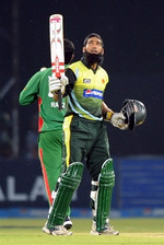 Mohammad Yousuf celebrates his hundred