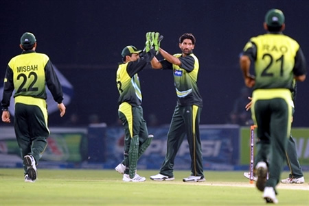 Sohail Tanvir celebrates the wicket of Shahriar Nafees