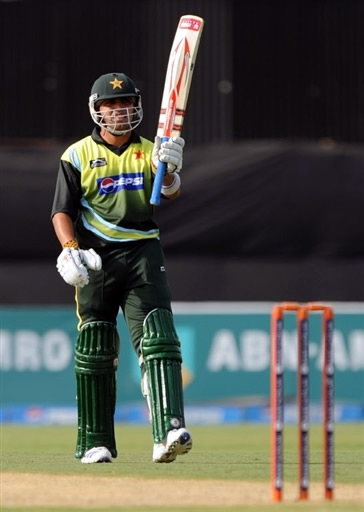 Kamran Akmal celebrates his fifty