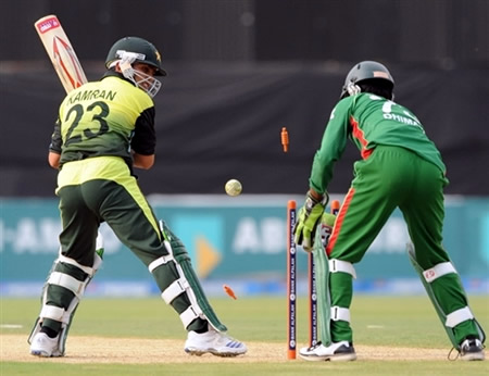 Kamran Akmal is bowled by Mahmudullah